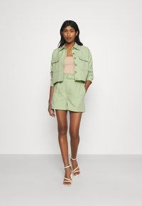 Fashion Union - JESSIE - Shorts - green - 1