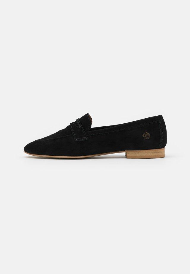 ZOE - Nazouvací boty - black
