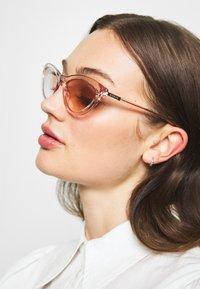 Guess - Occhiali da sole - transparent - 1