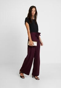 Anna Field - Trousers - winetasting - 1