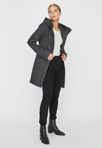 Vero Moda - Trenchcoat - dark grey melange - 1