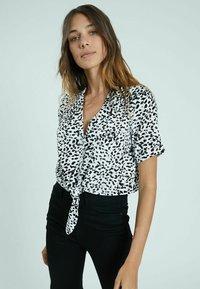 Pimkie - Button-down blouse - altweiß - 0
