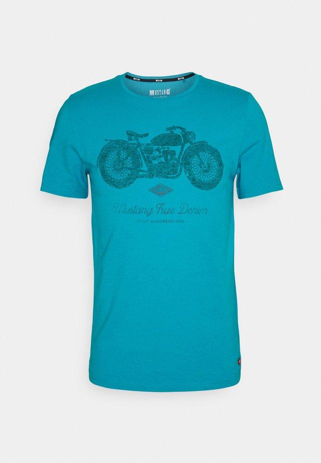 ALEX - Print T-shirt - caneel bay