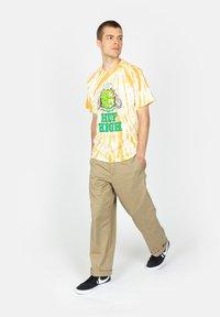 HUF - Print T-shirt - gold - 1