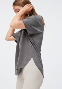 OYSHO - Basic T-shirt - dark grey - 2