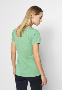 Columbia - LAVA LAKE™ TEE - Basic T-shirt - light lichen - 2
