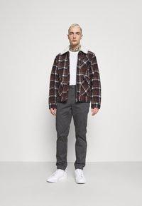 Only & Sons - ONSCAM AGED CUFF - Spodnie materiałowe - grey - 1