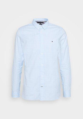 SLIM PEACHED SOFT GINGHAM  - Skjorta - calm blue/white