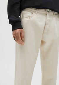 PULL&BEAR - STANDARD  - Straight leg jeans - beige - 3