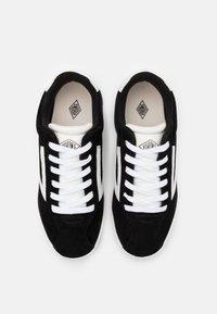 Viking - RETRO TRIM - Sportovní boty - black/eggshell - 3