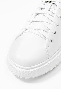 Pavement - ENTOURAGE PAVEMENT X JEFFREY CAMPBELL - Trainers - white - 2