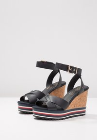 Tommy Hilfiger - COLORED STRIPES WEDGE - Korolliset sandaalit - blue - 4
