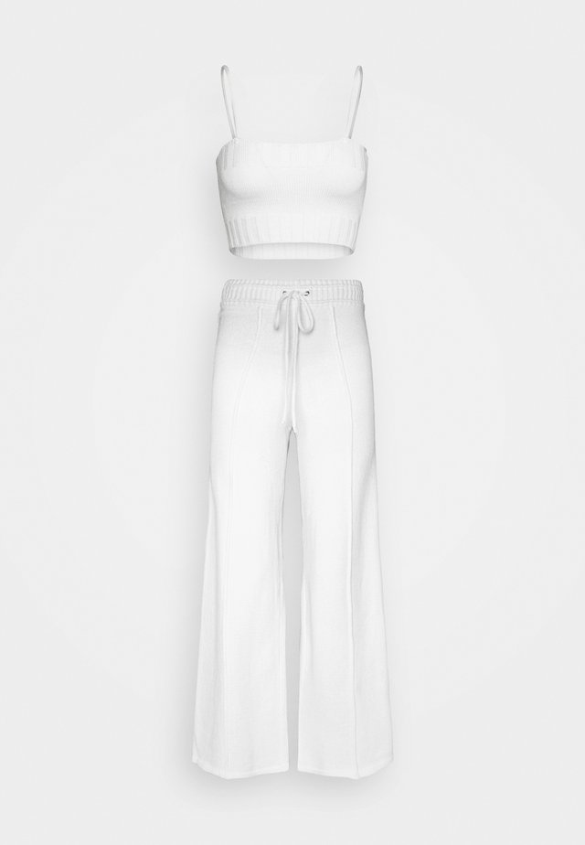 STRAPPY CROP TOP AND WIDE LEG TROUSER SET - Toppe - white