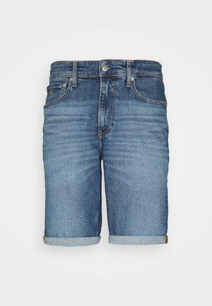 REGULAR - Jeansshorts - denim medium