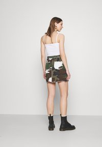 Missguided - CONTRAST CAMO PANEL RAW HEM MINI SKIRT - Mini skirt - khaki - 2