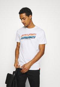 Jack & Jones - JORTYLER TEE CREW NECK  - Print T-shirt - white - 3
