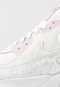 Nike Sportswear - AIR MAX 90 - Sneakersy niskie - summit white/pistachio frost/iced lilac/noble red/black - 6
