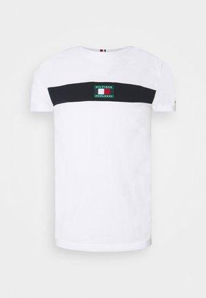 NEW SMALL LOGO TEE - T-shirt z nadrukiem - white