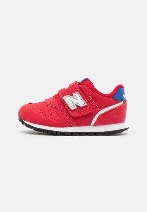 IZ373WG2 - Sneakersy niskie - team red