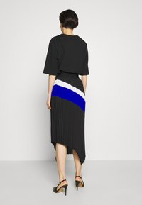 DKNY - PULL ON PLEATED ASYMM - A-snit nederdel/ A-formede nederdele - black/ivory/electric blue - 2