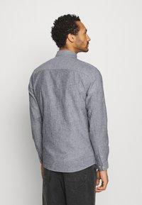 Only & Sons - ONSCAIDEN STRIPE - Shirt - mottled grey - 2