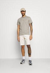 Calvin Klein Jeans - Džínové kraťasy - denim light - 1