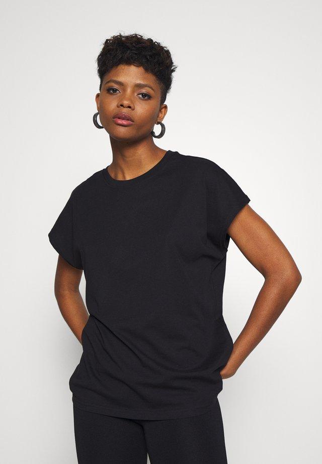 BREE - Jednoduché triko - black