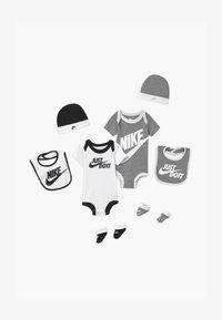 Nike Sportswear - GIFTBOX 2 PACK SET UNISEX - Regalo per nascita - white/grey - 0