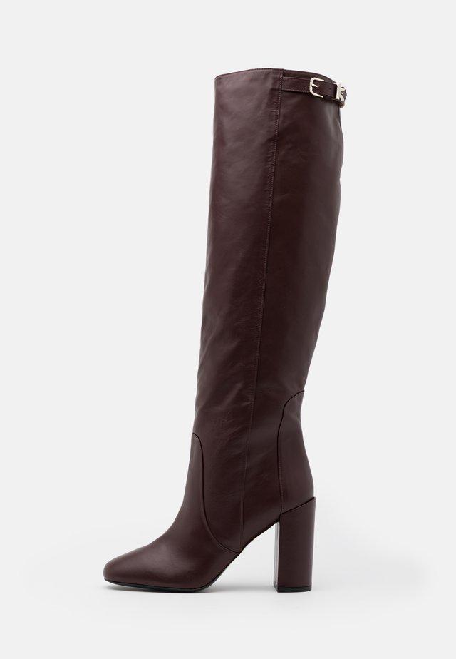 Kozačky na vysokém podpatku - violet swan