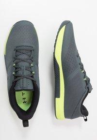 Under Armour - TRIBASE THRIVE - Chaussures d'entraînement et de fitness - pitch gray/x-ray/black - 1