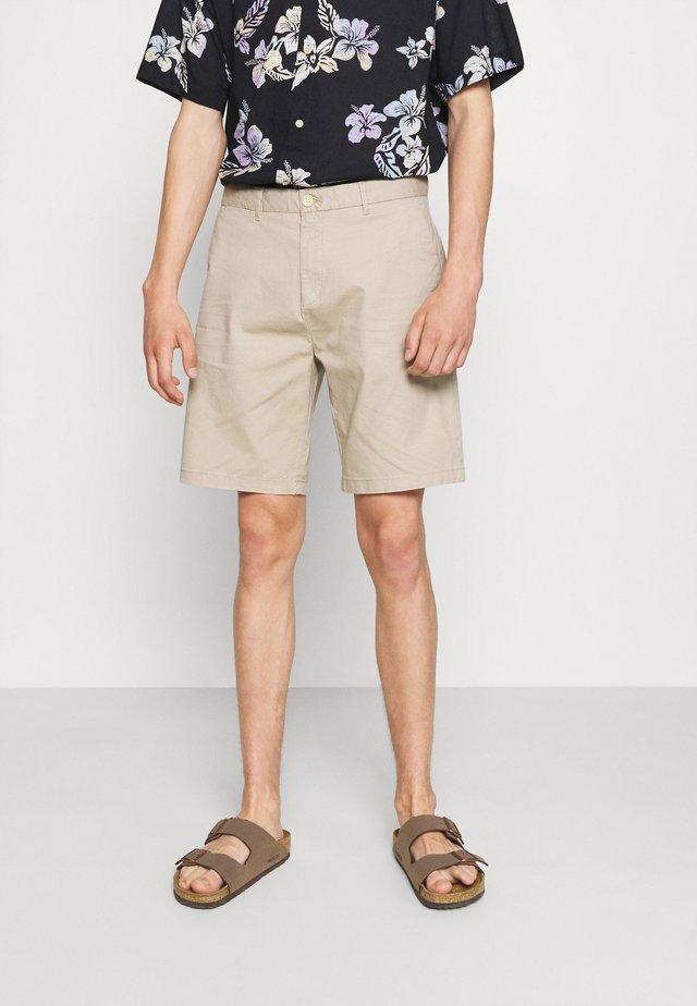 STUART CLASSIC - Shorts - sand