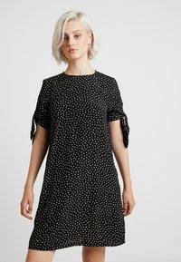 Monki - SELMA DRESS - Denní šaty - black - 0