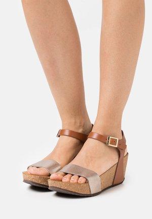 CINDY - Platform sandals - gold/cognac
