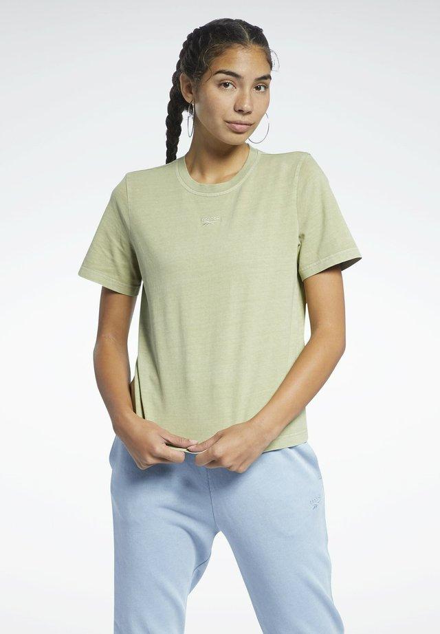 REEBOK CLASSICS NATURAL DYE T-SHIRT - T-shirt imprimé - green