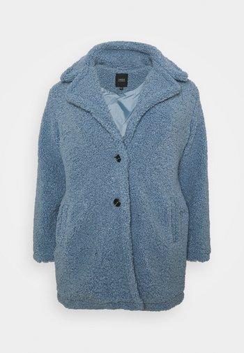 TEDDY COAT - Klasyczny płaszcz - dusky blue