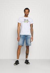 Diesel - T-DIEGOS-E35 UNISEX - Print T-shirt - white - 1