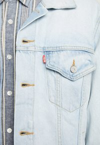 Levi's® - VINTAGE FIT TRUCKER UNISEX - Spijkerjas - light-blue denim - 5