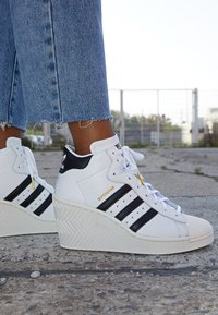adidas Originals - SUPERSTAR ELLURE - High-top trainers - footwear white/core black/offwhite - 4