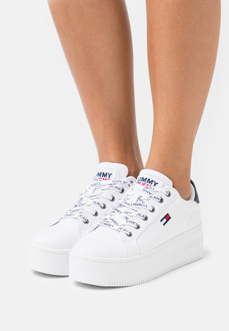 Tommy Jeans - ICONIC ESSENTIAL FLATFORM - Sneakers laag - white