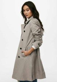 ONLY - Trenchcoat - vintage khaki - 3
