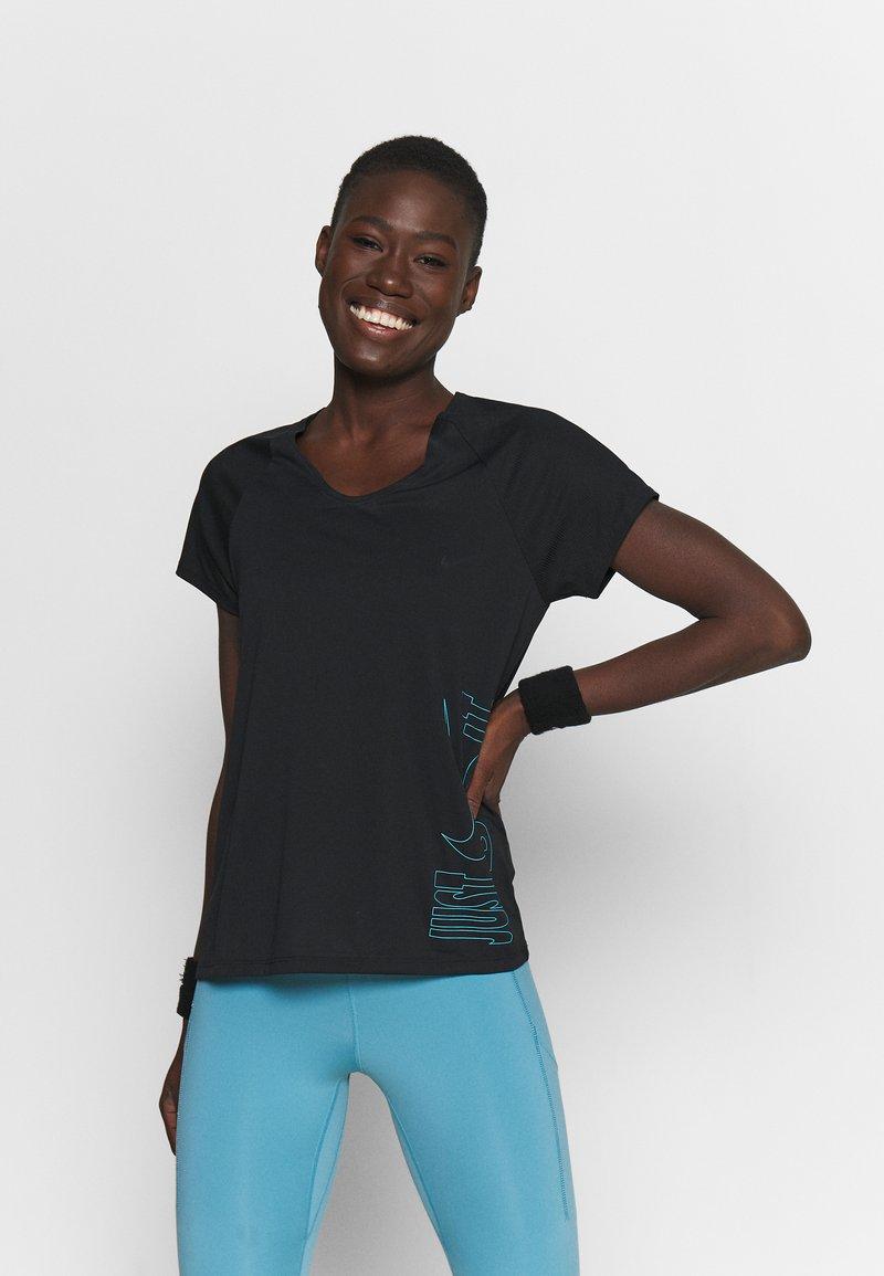 Nike Performance - ICON CLASH MILER  - T-shirts med print - black/chlorine blue