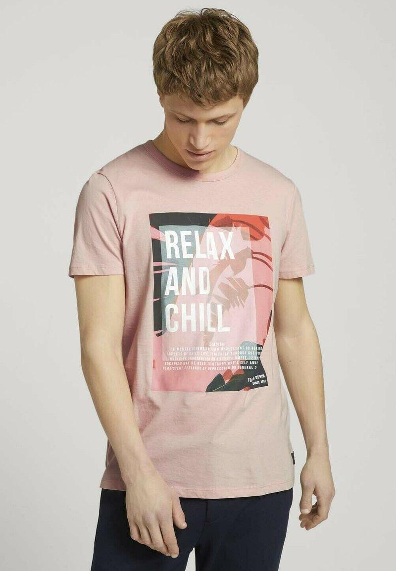 TOM TAILOR DENIM - Print T-shirt - soft peach skin