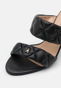 Patrizia Pepe - Pantofle na podpatku - nero - 6