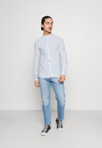Springfield - MAO STRIPE - Shirt - medium blue - 1