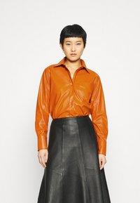 Who What Wear - OVERSIZE  - Blouse - cognac orange - 0