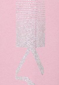 KARL LAGERFELD - RHINESTONE LOGO PANTS - Teplákové kalhoty - pink - 2