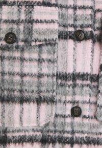 ONLY - ONLROSIE CHECK SHACKET - Kort kåpe / frakk - lilac sachet/black/grey - 5