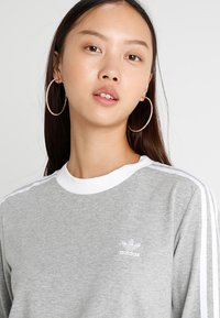 adidas Originals - ADICOLOR 3 STRIPES LONGSLEEVE TEE - Langarmshirt - medium grey heather