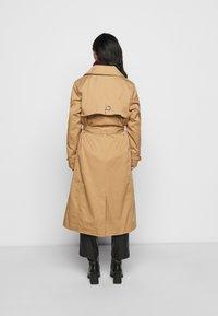 Fashion Union Petite - LISETTE - Mantel - tan - 2