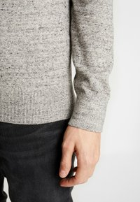 GAP - MOCK NECK - Jersey de punto - medium grey - 5